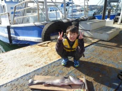 <p>大阪市の尚希くん、沖の一文字北で、スズキ 70㎝ 1匹</p> <p>のませ釣り 餌アジ</p>