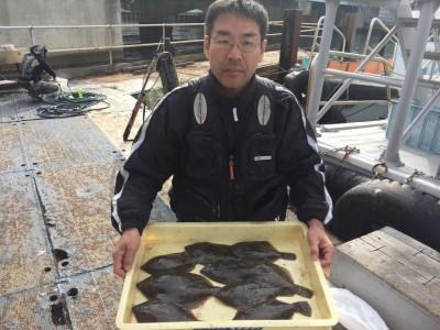 <p>東大阪市の池永様、沖一文字北で</p> <p>カレイ(30cmまで)9匹</p> <p>投げ釣り(青イソメ)</p>