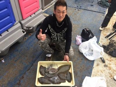 <p>東大阪市の大北様、沖一文字北で</p> <p>コウイカ・カレイ(36㎝まで)7匹</p> <p>投げ釣り・エギング</p>