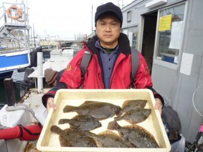 <p>大阪市の奥矢様、沖の一文字北で、カレイ 34㎝まで7匹</p> <p>投げ釣り 餌青イソメ</p>