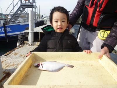 <p>堺市の川上様、沖の一文字北で、カレイ 30cm 1匹</p> <p>投げ釣り 餌青イソメ</p>