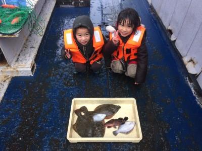 <p>東大阪市の清水様、沖一文字北で</p> <p>カレイ35㎝まで5匹</p> <p>投げ釣り(青イソメ)</p>