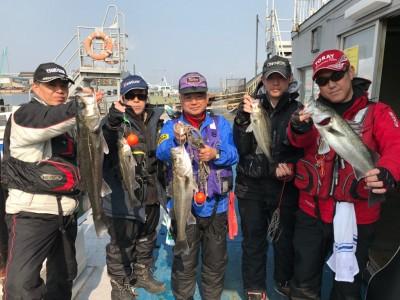 <p>泉州ハネ釣り研究会様、沖の北・中波止2番・旧赤で</p> <p>ハネ62㎝、57.5cm、51㎝、42㎝、42cm</p> <p>エビ撒き釣り</p>