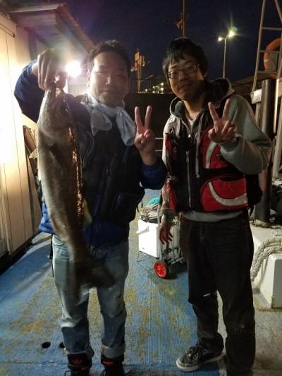 <p>堺市の吉松様、沖の一文字白灯で、ハネ 60cm 1匹</p> <p>ウキ釣り 餌シラサエビ</p>
