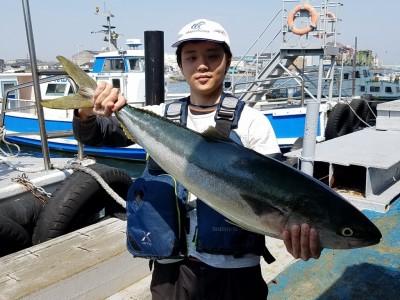 <p>岸和田市の池田様、沖の一文字北で、ブリ 95cm 1匹</p> <p>ジグ</p>