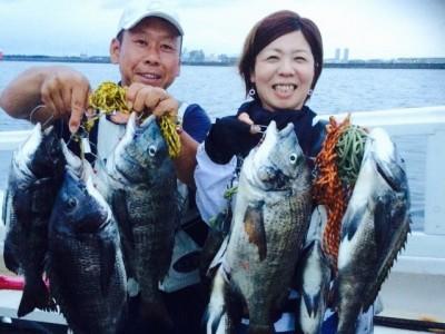 <p>和泉市の松原夫婦、沖の一文字で、チヌ 49cmまで18匹(40cm以下リリース)</p> <p>落とし込み 餌イガイ</p>