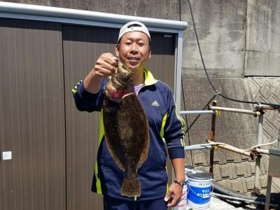 <p>和泉市の松原様、沖の一文字白灯で、ヒラメ 48cm 1匹</p> <p>のませ釣り 餌アジ</p>