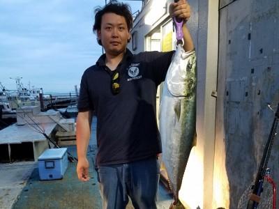 <p>和泉市の富田様、沖の一文字北で、ブリ 93cm 1匹</p> <p>ジグ</p>