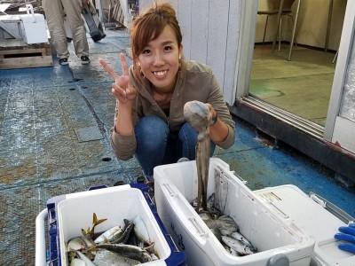 <p>岸和田市の野口優子(3人)沖の一文字北で、タコ 300gまで2匹・アジ 24cmまで185匹</p> <p>タコ(タコエギ)アジ(サビキ釣り・アミエビ)</p>