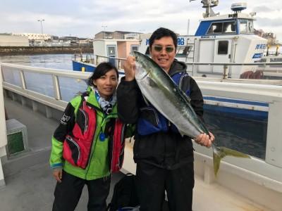 <p>名古屋市の日比野様、沖一文字北で</p> <p>93cmのブリ1匹</p> <p>のませ釣り(活けアジ)</p>