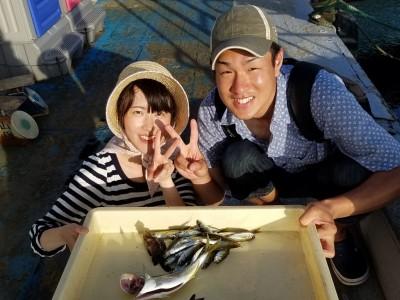 <p>大阪市の入江夫婦、沖の一文字北で、ツバス 30cm 1匹・豆アジ 80匹</p> <p>ツバス(のませ釣り・豆アジ)豆アジ(サビキ釣り・アミエビ)</p>