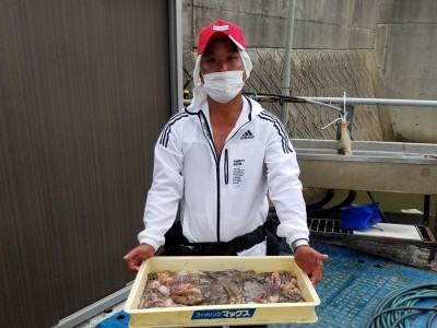 <p>堺市の北川様、沖の一文字北・中波止2番で、タコ 745gまで31匹</p> <p>テンヤ 餌カニ</p>