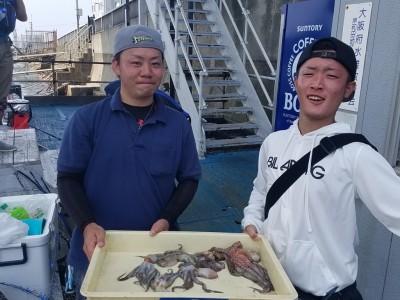 <p>大阪市の森本様・西小路様(2人)旧の一文字4番で、タコ 350gまで7匹</p> <p>タコエギ・シーバスルアー</p>