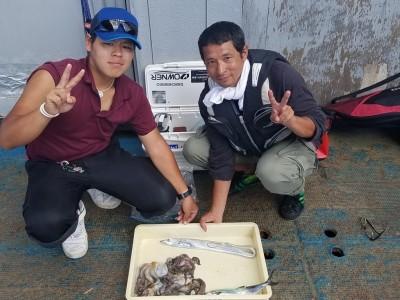 <p>羽曳野市の岸本様、沖の一文字北で、太刀魚 指3本サイズ 1匹・サゴシ 1匹・タコ 300gまで6匹</p> <p>タコ(タコジグ)太刀魚・サゴシ(ワインド)</p>