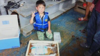 <p>京都府京田辺市の北澤翔輝くん、沖の一文字北で、サゴシ 45cm 1匹・太刀魚 指3本まで2匹・タコ 1匹</p> <p>サゴシ・太刀魚(ルアー)タコ(サビキ)</p>