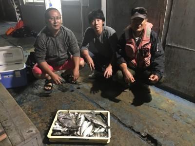 <p>和歌山県の出口様、沖一文字北で</p> <p>チヌ40cmまで10匹・サバ、サンバソウ50匹程</p> <p>フカセ釣り(オキアミ)</p>