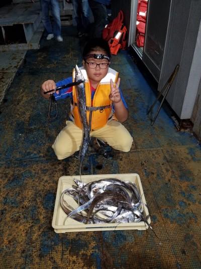 <p>堺市の柳井様、旧の一文字赤灯で、太刀魚 指4本まで17匹・エソ 1匹</p> <p>ウキ釣り 餌サンマ</p>