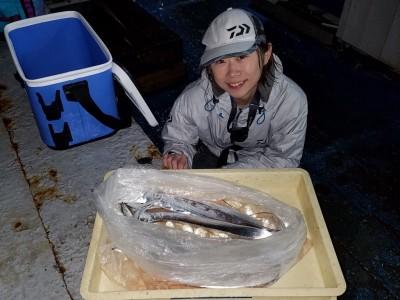 <p>堺市の長谷川様、旧の一文字赤灯で、太刀魚 指3本まで6匹</p> <p>ワインド</p>