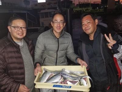 <p>太子町の太子町の仲間たち、沖の一文字北で、ツバス 40cmまで3匹・タチウオ 指4本まで7匹</p> <p>ツバス(のませ釣り・アジ)太刀魚(ルアー)</p>