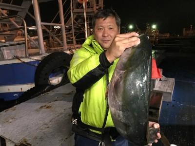 <p>大阪市の中島様、沖一文字北で</p> <p>ブリ85cmまで1匹</p> <p>のませ釣り(活けアジ)</p>