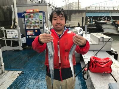 <p>大阪市の岡本様、沖一文字北で</p> <p>タチウオ指3本まで4匹</p> <p>ルアー釣り(ワインド)</p>