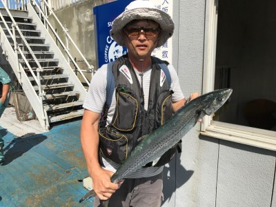 <p>兵庫県の小木曽様、沖一文字北で</p> <p>サワラ80cm・ハマチ45cm2匹</p> <p>ルアー釣り(ジグ)</p>