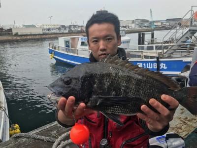 <p>河内長野市の近間様、旧一文字白灯で</p> <p>チヌ48cmまで1匹</p> <p>紀州釣り(サナギ)</p>
