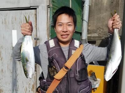 <p>堺市の辻野様、沖の一文字北で、ハマチ 49cmまで2匹</p> <p>のませ釣り 餌アジ</p>