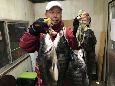 <p>和泉市の松原様、中波止2番で</p> <p>チヌ41cm~48cmまで6匹</p> <p>フカセ釣り(オキアミ)</p>