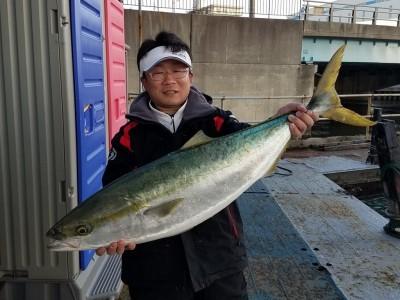 <p>大阪の本川様、沖の一文字北で、ブリ 95cm(9.9K) 1匹</p> <p>のませ釣り 餌アジ</p>