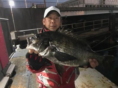<p>和泉市の松原様、中波止3番で</p> <p>チヌ48cm</p> <p>フカセ釣り(オキアミ)</p>