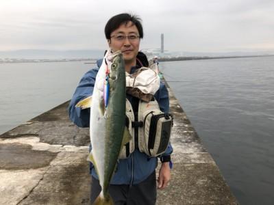 <p>フィッシングマックス スタッフ福岡さん 沖の北 ショアジギでハマチ!</p>
