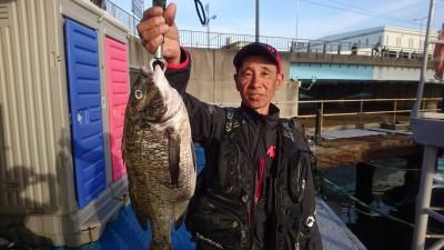 <p>谷様 沖の南 フカセ釣り チヌ45.5cmを筆頭に4尾GET!</p> <p>チヌダービーにもご参加ありがとうございます。</p>