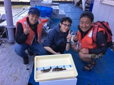 <p>片山様 北野様 井藁様 沖の北にて  初挑戦!?のウキ釣りで良型メバル釣れました♪次はもっと大きな魚釣ってくださいね~。</p>