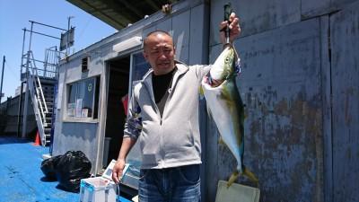 <p>具足様 沖の北 のませ釣り メジロ70cm!!</p> <p>本日、1本目の青物が出ました♪ 釣果写真へのご協力、ありがとうございます。</p>