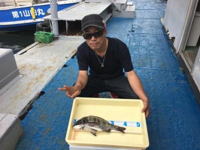 <p>蛭間様 沖の北 投げ釣り チヌ39.5cm</p> <p>虫エサの投げ釣りでチヌをGETされてます。釣果写真へのご協力、ありがとうございます。チヌダービーにもエントリー致します。</p>