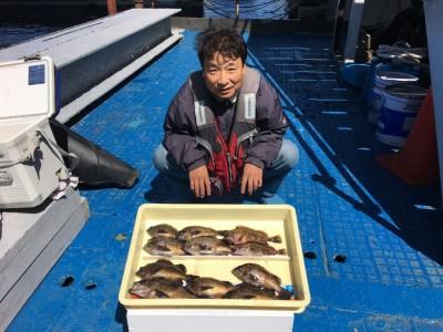 <p>中村様 沖の北 エビ撒き釣り メバル26cmを筆頭に9匹! ガシラ20cmまでを2匹</p> <p>何と26cmの良型メバルが上がりましたよ♪ 根魚は依然好調をキープしており、サイズも良くなっていますね。釣果写真にご協力頂き、ありがとうございます。</p>