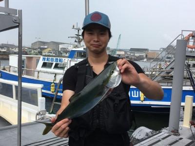 <p>那須様 沖の北 ショアジギング ハマチ52cm!</p> <p>こちらもHit Timeは7:30頃だったとの事。小休止していた青物が復活なのか!? 今後に期待しましょう! 釣果写真へのご協力、ありがとうございます。</p>