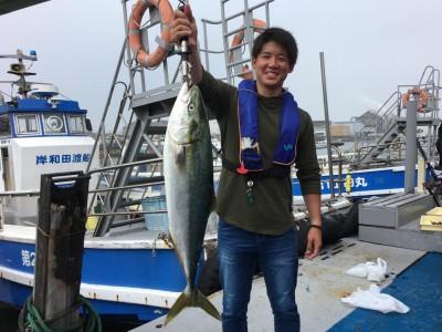 <p>縣様 沖の北 ショアジギング ブリ82cm!!!</p> <p>久々に青物の釣果が出ました! Hit Timeは7:30頃、ジャッカルビッグバッカーでGETされました。釣果写真へのご協力、ありがとうございます。</p>
