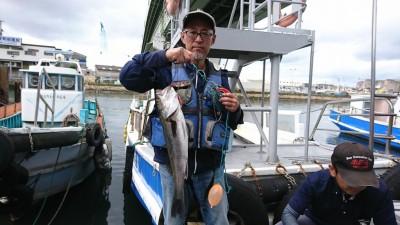 <p>前田様 沖の南 エビ撒き釣り 59.5cm 他に小さいチヌも釣れたとの事</p>