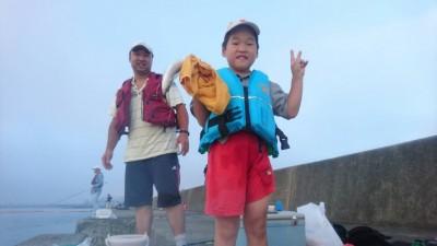 <p>岸和田一文字 朝のリアルタイム! 沖の北で今日も中アジが釣れています♪</p>