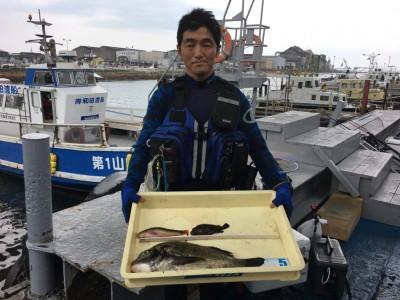 <p>尼崎市の鈴木様 沖の北 落とし込み釣り/エビ撒き釣り チヌ44.5cm・メバル・ベラ</p> <p>釣り方を変えながら、多彩な魚種を釣られております。釣果写真へのご協力、ありがとうございます。</p>