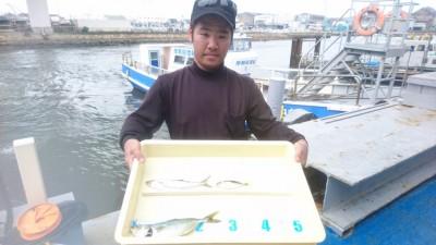 <p>寺澤様 沖の北 ライトショアジギ ツバス/サワラ幼魚GET</p> <p>ツバス狙いの方が増えてきましたね(^^♪釣れているうちにご来場くださいね♪おめでとうございます</p>