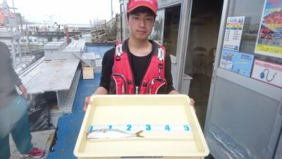 <p>伊藤様 沖の北 ライトショアジギ ツバスGET!</p> <p>ツバスもまだまだ釣れていますね!オススメは20g以下のジグにジグサビキです(^^♪おめでとうございます</p>