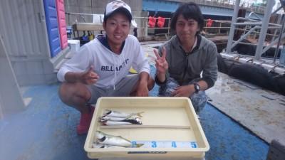 <p>田中様 沖の北 ショアジギ/サビキ ツバス・サバGET!</p> <p>初めてご来場のお客様です!釣り方や仕掛け等わからない事がありましたら気軽に船長までご質問くださいね(^^♪</p>
