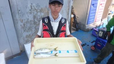 <p>平井様 沖の北 サビキ釣り ツバスGET!</p> <p>ツバスの回遊は続いていますね(^^♪おめでとうございます!!</p>