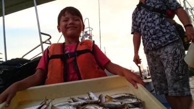<p>中辻様ファミリー 沖の北 サビキ釣り 小アジ大漁</p> <p>ファミリーには持ってこいの魚ですね♪おめでとうございます</p>
