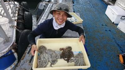 <p>児玉船長 旧一文字 タコエギ タコ4杯GET</p> <p>この所ハマリにハマっているタコ釣り13:00~よく調査に行っていますので、タコ釣り初めての方は同行すれば教えてくれますよ!</p>