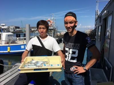 <p>上杉様・鎌田様 沖の北 ジグサビキ タチウオ・サゴシ・中アジ・小アジ・中サバ</p> <p>ジグにはタチウオ・サゴシ、擬似針にはアジ・サバが掛かり様々な魚種が狙えますね♪ 釣果写真へのご協力、ありがとうございます。</p>