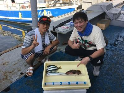 <p>カズキング様とご友人 沖の北 ミャク釣り/青イソメ アコウ25cm</p> <p>ショアジギ サゴシ・中サバ</p> <p>それぞれ異なるタックルで多彩に魚を釣られております。高級魚アコウ、堪能してください♪ 釣果写真へのご協力、ありがとうございます。</p>